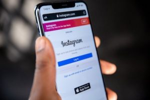 how to change email address on Instagram