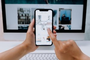 how to do swipe up on Instagram story
